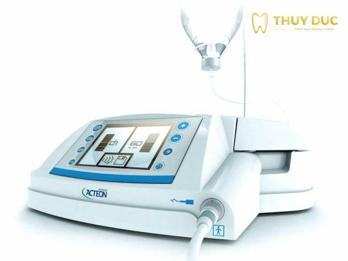 Sử dụng máy siêu âm Piezotome để nhổ răng khôn hàm trên 1
