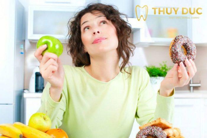 Trồng răng giả mất bao lâu thì có thể ăn uống bình thường? 1