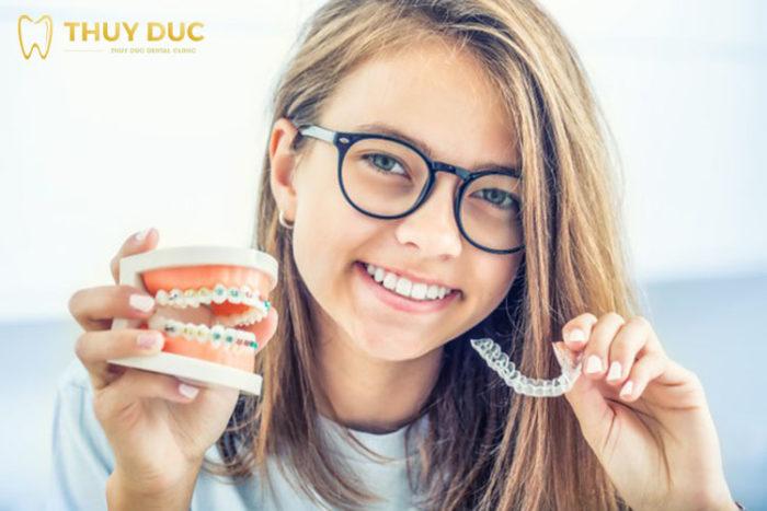 Nên chọn niềng răng mắc cài hay niềng răng trong suốt? 1