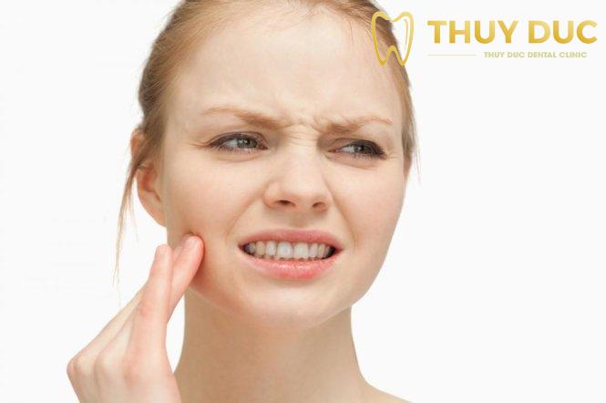Cách chăm sóc răng miệng sau khi cấy ghép răng Implant 1